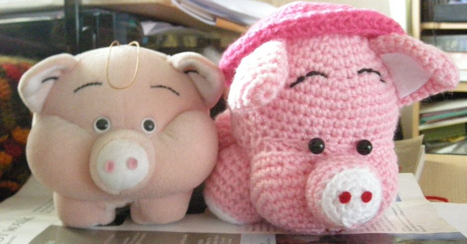 Free crochet patterns: Amigurumi pigs - by Darlene Michaud - Helium